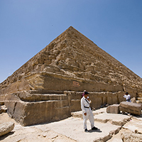 'Photo of Top tourist hotspots worth the crowds' from the web at 'https://assets.staticlp.com/landing-pages/sightseeing-tours/articles/pyramids.jpg'